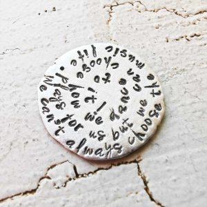 Individualisierter Schmuck-Anhänger, Schriftanhänger, Gravurschmuck, Spruchkette, Wunschschmuck, Namensschmuck, personalisierter Schmuck, mit Buchstaben geprägter Schmuck